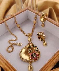 Beautiful traditional jewellery pendent set